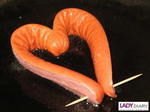Завтрак к Дню святого Валентина: романтическая яичница-сердце.